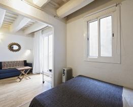 Available studio apartment in Barcelona