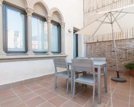 Park Güell apartment with terrace in luxurious historical building