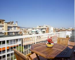 Rent penthouse apartment with terrace in Barcelona
