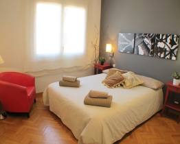 Apartment for rent near Plaça Universitat