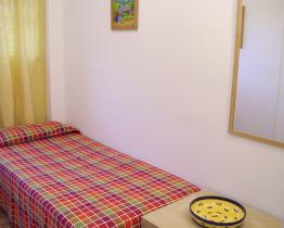 Sunny single room for rent in Sants