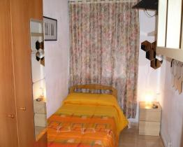 Simple single room in shared flat, Hospitalet