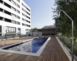 Apartment with pool near the beach Mar Bella, Barcelona