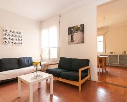 Bright and fresh apartment next to Sagrada Familia