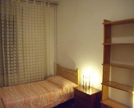 Chambre simple pour les étudiants à Horta