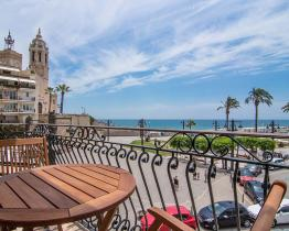 Cozy apartment with stunning church views, Sitges