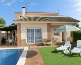 Nice house with pool in Blanes