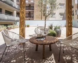 Dejlig Sant Andreu studie med fælles pool
