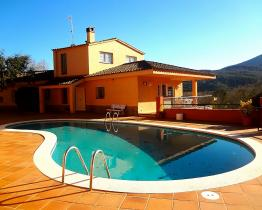 Spacious house with pool and 4 bedrooms Massis del Montseny