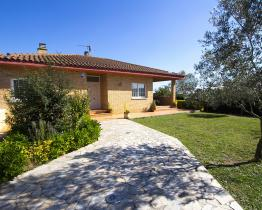 Charming house with pool and 3 double bedrooms, for couples