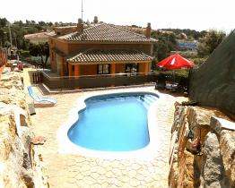 Peaceful 4 bedroom home with pool in Pedra Santa