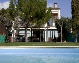Charmerende 4 værelses hus med pool i Berga