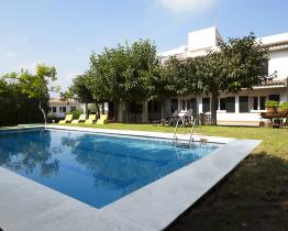 Inviting family home with pool and 9 rooms, Roda de Bera