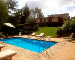 Spacious house with pool and game room, Aire-Sol