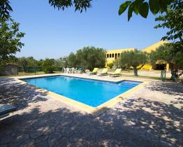 Mediterranean house with pool and game room, Vilanova de la Muga