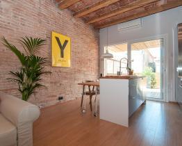 Appartamento in stile industriale con terrazzo, Gracia