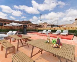 Luksuriøst rummeligt og renoveret hus med privat terrasse