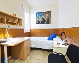 Cozy single room in Eixample