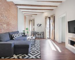 Industrial style apartment in Eixample