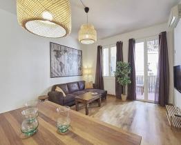 Appartement met 3 tweepersoonskamers in de Paral.lel van Barcelona