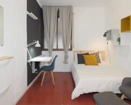 Amplia habitación de cama doble en Gracia