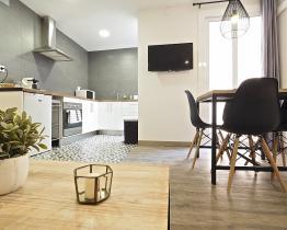 Apartamento interior de 3 habitaciones en Les Corts (BCN))
