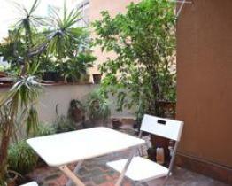 Habitaciones en piso con terraza en Les Corts