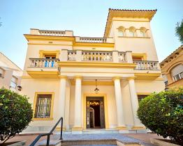 Villa with pool, terrace and jacuzzi for rent in Barcelona