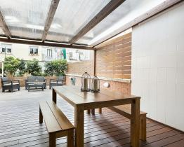 Three-floor house with terrace in Plaza Espanya
