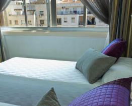 Bright double room in central Barcelona