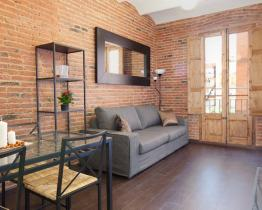 Building with various apartments for rent in Sagrada Familia