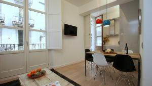 Ramblas deluxe; duplex 2 bedroom apartments