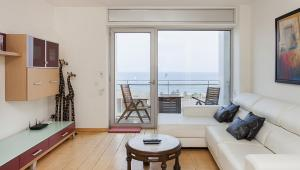 1226 – BEACH DUPLEX VIEWS APPARTMENT