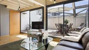 Dúplex tipo ático en Sarria para estancias largas con terraza privada!