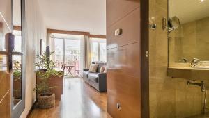 Spacious apartment with balcony Sant Gervasi