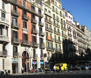 The apartment is located very centrally between Plaça Catalunya and Plaça Universitat.