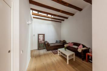 Beautiful Gracia loft with terrace available for filming