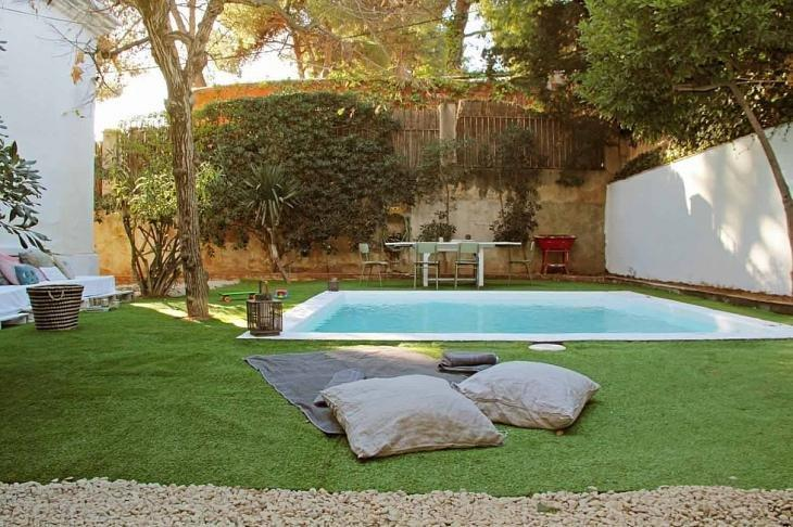 maison moderne avec jardin piscine et terrasse barcelona home. Black Bedroom Furniture Sets. Home Design Ideas