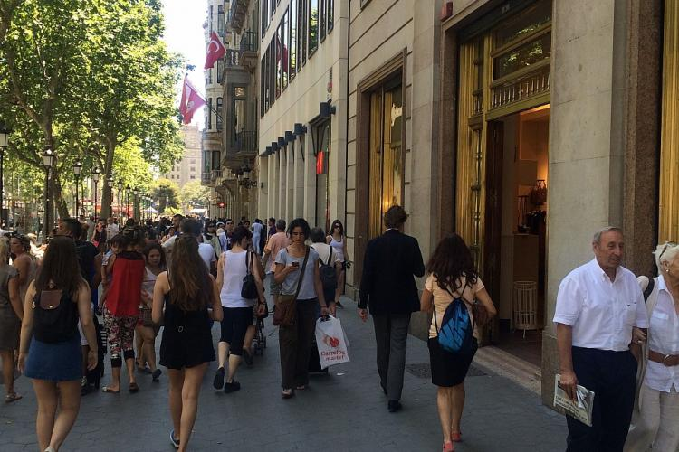 Close to the apartment, there is one of the longest shopping street in Europe called Creu Corberta.