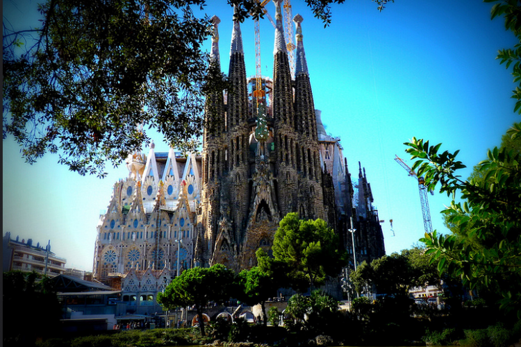 Sagrada Familia is only meters away from this lovely apartment