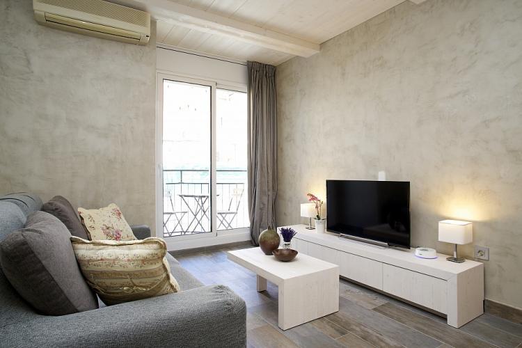 Acogedor y funcional piso en Eixample, Barcelona.