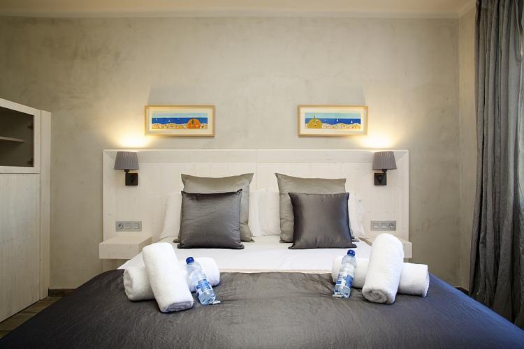 Encantador piso con 6 habitaciones, en Barcelona.