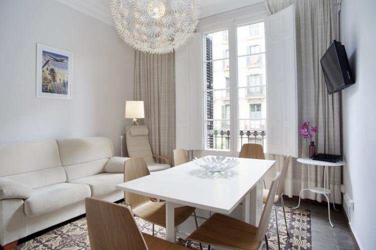 Fabuloso piso modernista en alquiler en eixample for Decoracion piso eixample