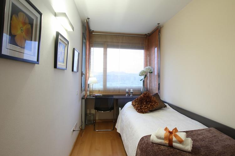 This apartment has 2 double beds, 1 individual bed and one air bed for an extra person.