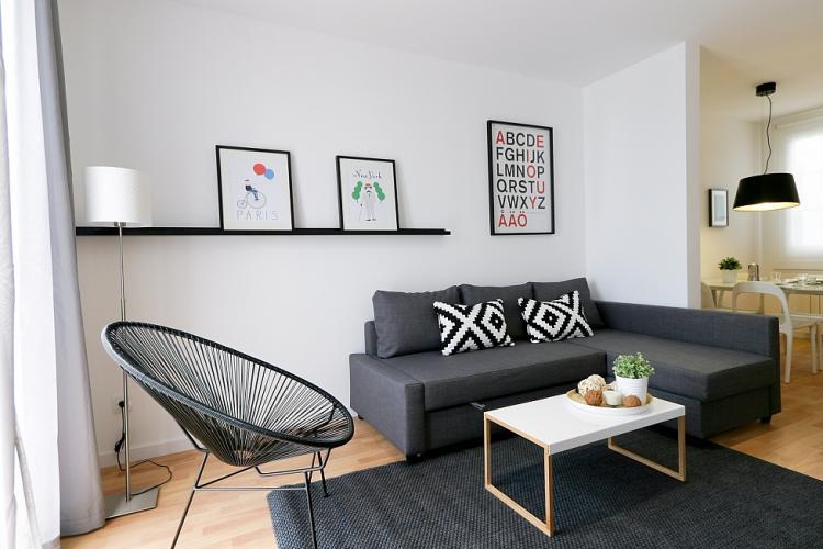 Alquiler de piso de 3 habitaciones con balcón en Sants, Barcelona.