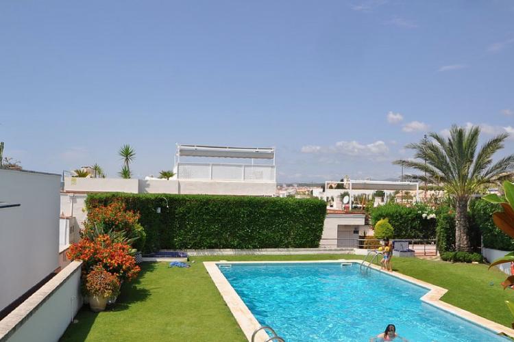 Casa con piscina y jardin en Sitges.