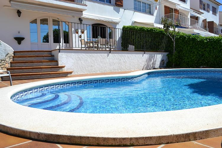 Casa con piscina y jardin en Sitges por semanas.