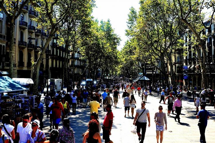 You can reach La Rambla walking 10 minutes approximately.