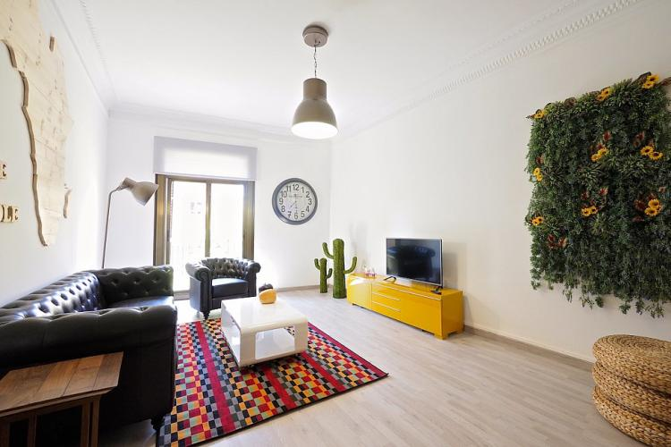 Welcome to this wonderful apartment in Barcelona, available for monthly rental.