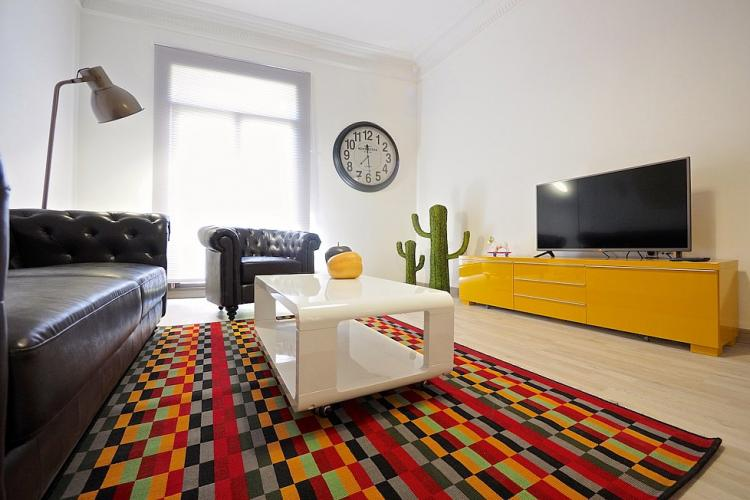 The carpet brings amazing touch of colour to this ample space